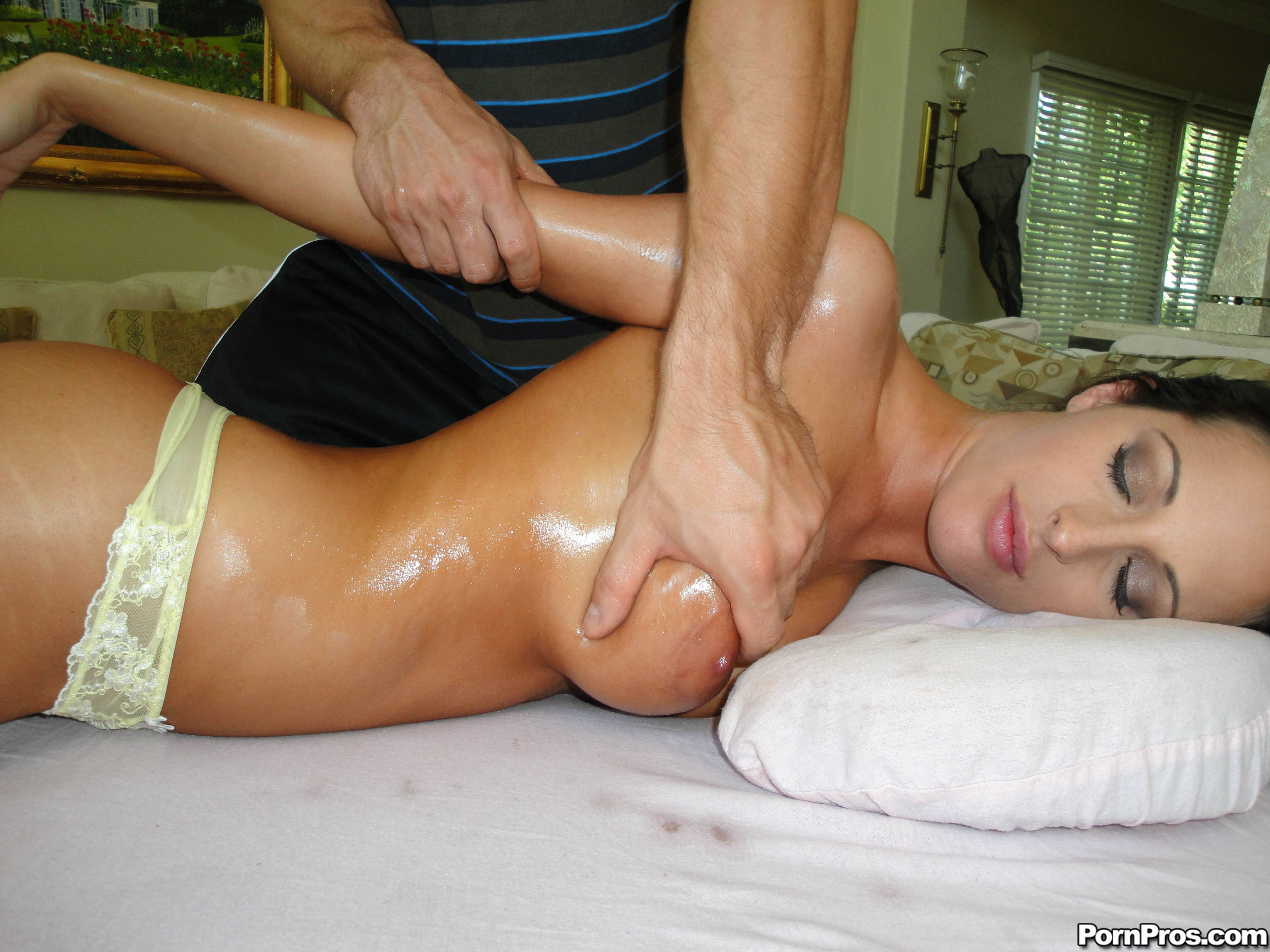 Erotic massage TГ©kane